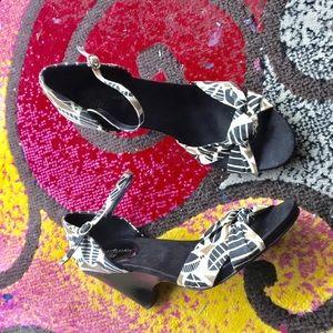 Canvas Klein Sandals 9.5 heels